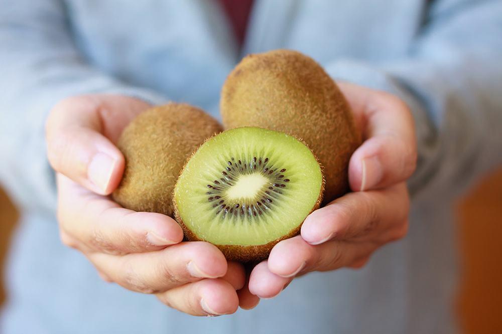 Kiwi-fruit-benefits-for-hair